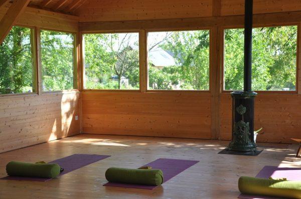 Yoga a la chaleur du poele a bois